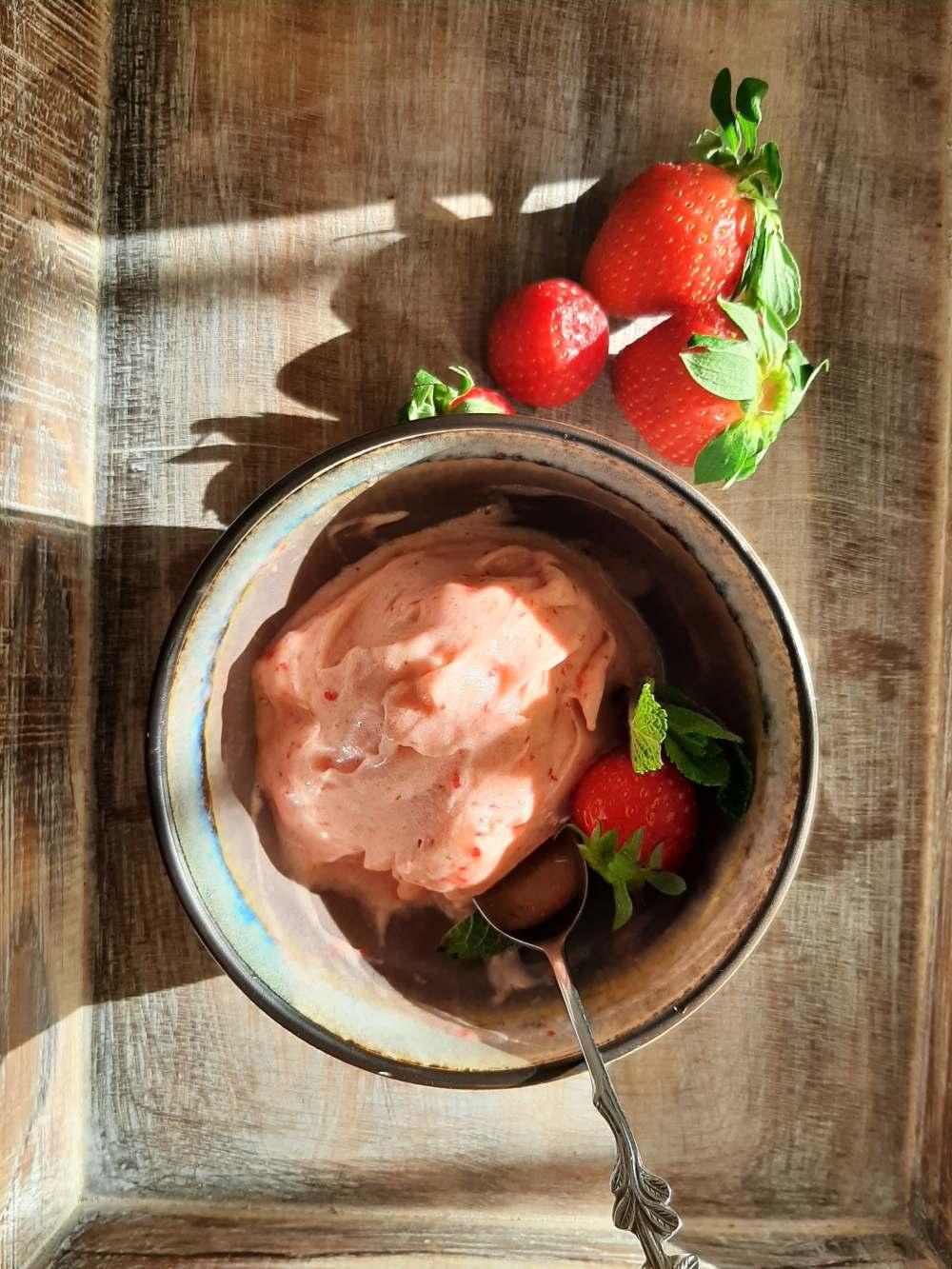 Παγωτό-με-2-υλικά-geonutrition